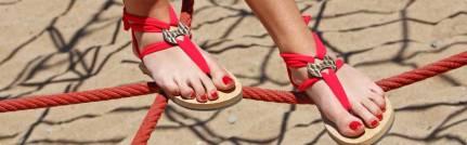 De makeyoursandalscrew is aanwezig. Wat is er nou leuker om een sandaal te laten maken die je zelf heb ontworpen.